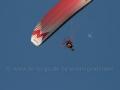00005 Motorgleitschirm mit Flugzeug im Hintergrund 0073